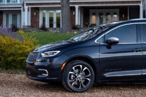 2022 Chrysler Lineup Spy Shots